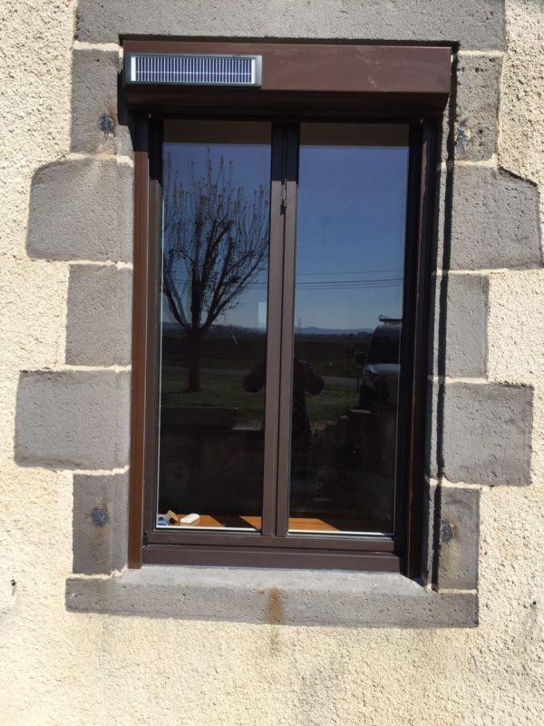 Fenêtre avec volet roulant solaire à Saint Clement de Reignat